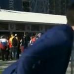 Kiosztotta a riporternő a férfit, aki élő adásban próbálta megcsókolni