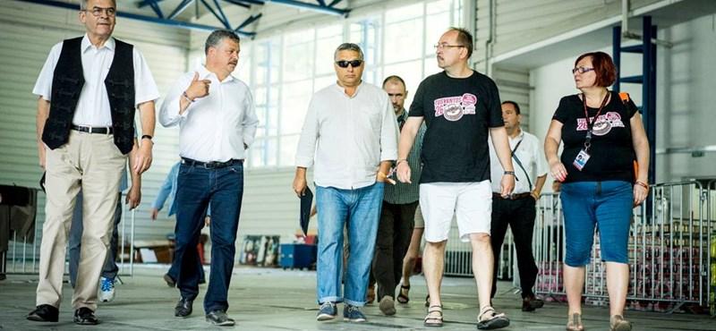 Megvan, honnan szerezte Orbán a Terminátor-napszemüveget