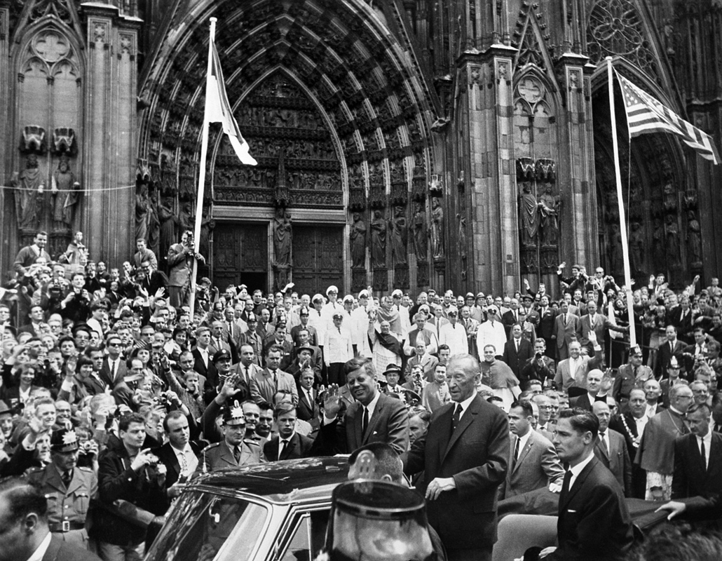 1963.06.23. - Cologne, Németország: látogatás Németo-ban: a német kancellár, Konrad Adenauer társaságában - John F. Kennedy, John Fitzgerald Kennedy