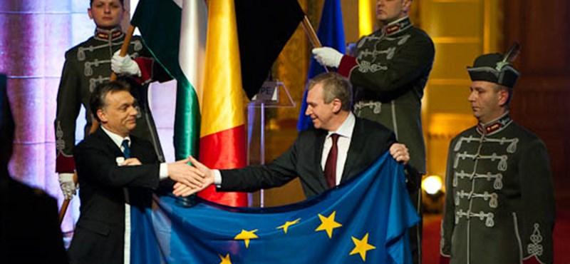 EU-elnökség: honlap 74 millióért, bútorok 70 millióért