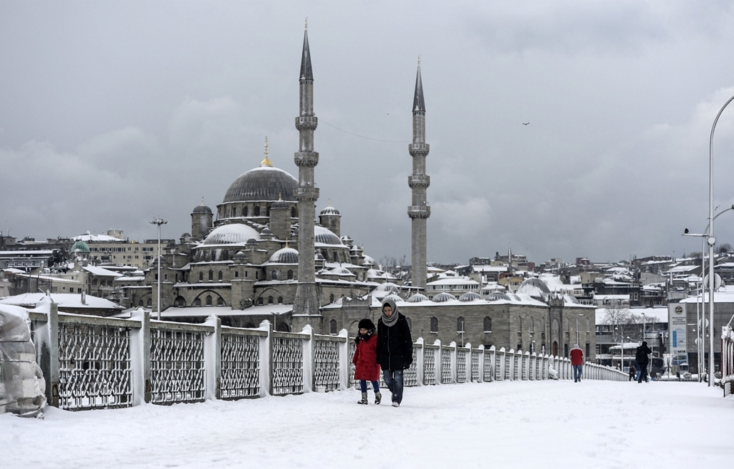 afp.15.02.18. - Isztambul, Törökország: hókáosz Törökországban - havazás, hókáosz, hó