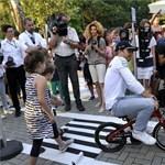 Kisebb volt, mint Nico Rosberg, de ő azért ráült – fotók