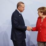 Erdogan lapja szerint Merkel Hitlernél is rosszabb