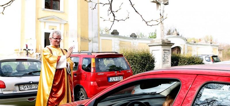 Autós miséket tart egy Fejér megyei plébános a járvány idején