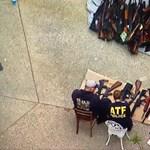 Több mint ezer illegális lőfegyvert foglaltak le egy Los Angeles-i villában – videó