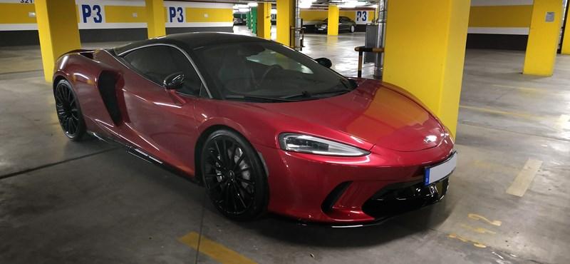 Budapesti pláza parkolójában bukkant fel a McLaren újdonsága, a GT