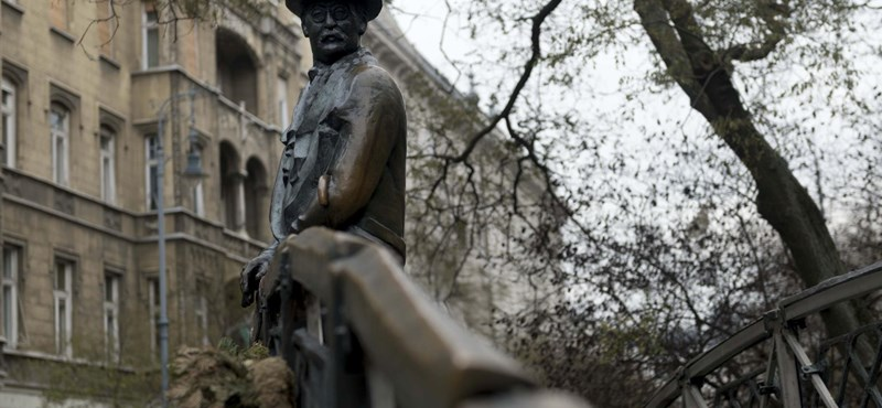 A sötétben vitték el Nagy Imre szobrát a Vértanúk teréről