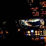 Ezt látják a pilóták, amikor éjszaka szállnak le a repülővel – videó
