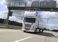 Van egy 5 km-es autópálya-szakasz, ahol a jövő kamionjaival kísérleteznek