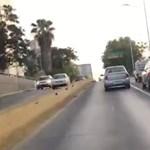 Csak előzni akart a Nissan sofőrje, csúnya baleset lett a vége – videó