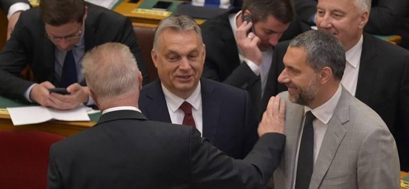 Orbán tartotta szavát: nem csak Lázárt ejtette, de el is vett régi eszközeiből