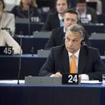 A magyar kormányt keményen bíráló határozatot fogadott el az EP