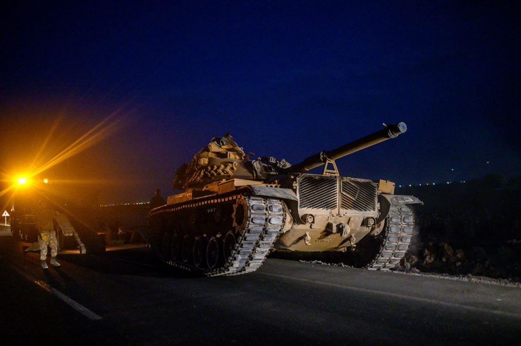 afp.19.10.08. A Turkish army's tank drives towards the border with Syria near Akcakale in Sanliurfa province on October 8, 2019. - Turkey said on October 8, 2019, it was ready for an offensive into northern Syria, while President Donald Trump insisted the