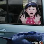 Érthetetlen, miért nem kötelező beszerelni az autókba az életmentő figyelmeztetést