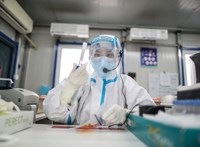 Az anális koronavírusteszt a legújabb téma Kínában