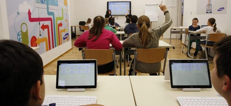 Mobil a tanórákon? Igen, működik