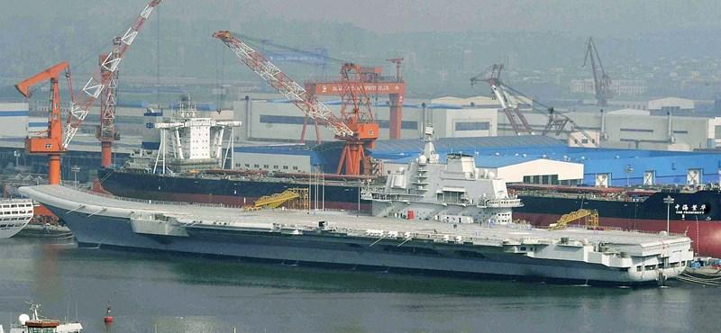 Gázmező fölött kakaskodnak japán és kínai hajók