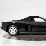 Eladó Michael Jackson unikumnak számító fekete Ferrari kabriója