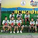 Hazatértek a kolostorból a barlangból kimentett thaiföldi gyerekek