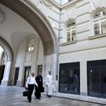 Orbán áldását adja az egyházi ingatlanokra