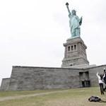 Ki kellett üríteni a New York-i Szabadság-szobrot és környékét három lángoló gázpalack miatt