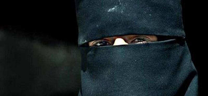 Lázadnak a szaúdi nők a kötelező ruhadarabok ellen