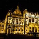 Fotó: Felkapcsolták az Országház új világítását