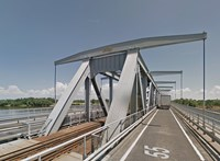 Kamionok ütköztek, lezártak egy Duna-hidat