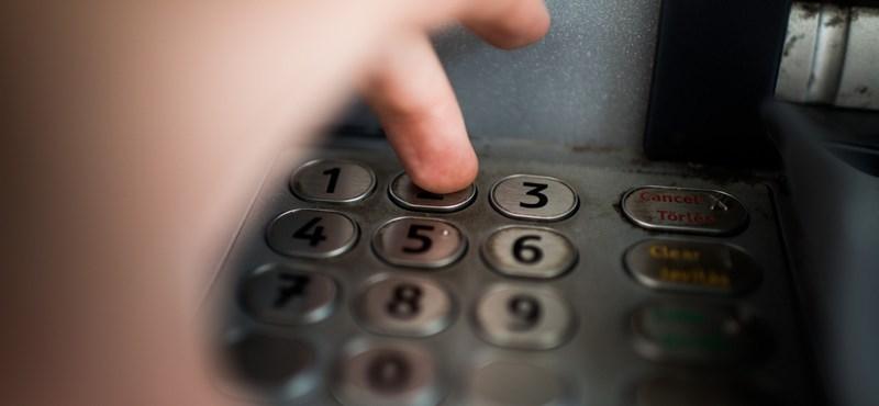 A bankautomatába fordítva beírt PIN kód vészhelyzetben tényleg riasztja a rendőrséget?