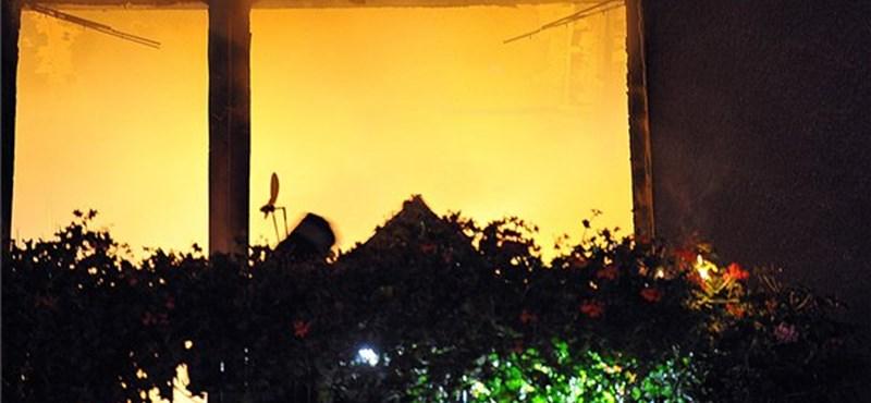 Fotók: tűz volt hajnalban a Gyorskocsi utcában