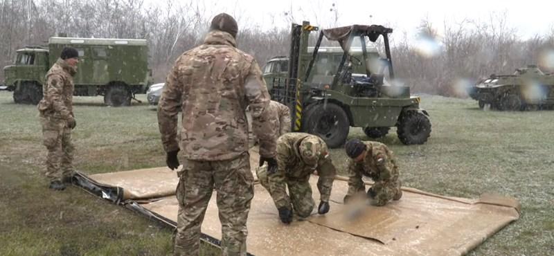 Tábori kórházat húztak fel a katonák a Szent László udvarán – videó