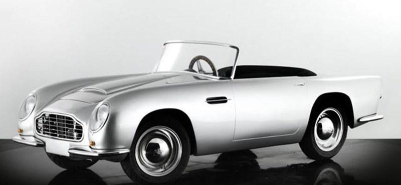 6 millióért kínálnak Aston Martint 10 éves gyerekeknek - videó