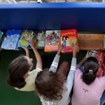 Látatlanban kell megrendelniük a NAT-kompatibils tankönyveket az iskoláknak
